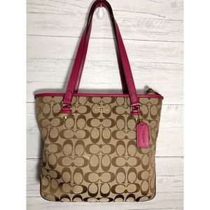 Coach Bags - SALE 🎉 Coach Signature - Purse
